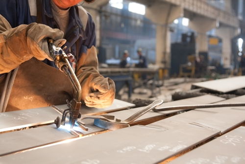 In news that manufacturing executives can count as an early holiday present, the Federal Reserve reports that manufacturing output in the United States posted the highest increase in nine months.